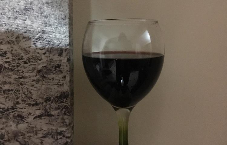 Συνοδέψτε την σούπα σας με ένα ποτήρι κόκκινο κρασί.